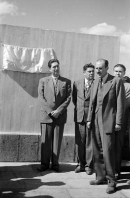 Miguel Alemán Valdés, Adolfo Orive Alba y Vicente Aguirre en la develación de una placa