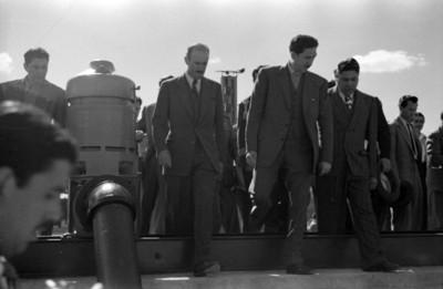 Miguel Alemán Valdés, Vicente Aguirre y Adolfo Orive de Alba, visitan una estación de bombeo de agua potable