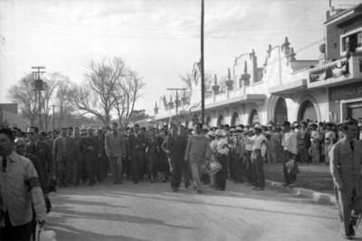Miguel Alemán Valdés y comitiva durante su gira en Hidalgo