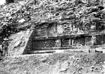 Fachada y escalinata del Templo de las Inscripciones, vista parcial