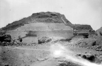 Panorámica de los trabajos de excavación en la lado norte de la pirámide