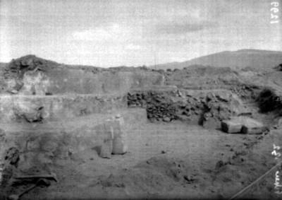 Tableros de una estructura piramidal en la calzada de los muertos