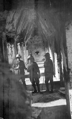 Arqueólogos en el interior del Templo de las Inscripciones, retrato de grupo