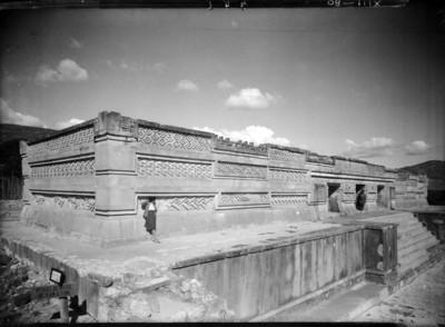 Vista del Edificio de las Columnas, fachada