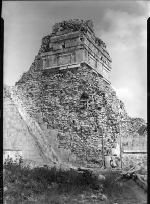 Hombres trabajan en templo de los jaguares
