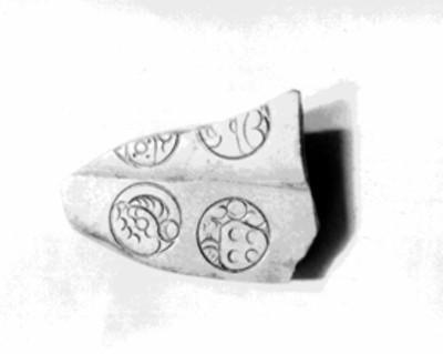 Fragmento de jade con decoración simbólica