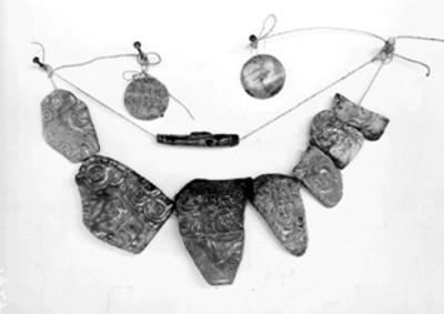 Diversos pectorales de piedra