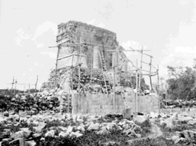 Trabajos de restauración en el Templo Norte del Juego de Pelota