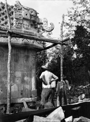 Trabajos de reconstrucción en el Templo de los Tres Dinteles