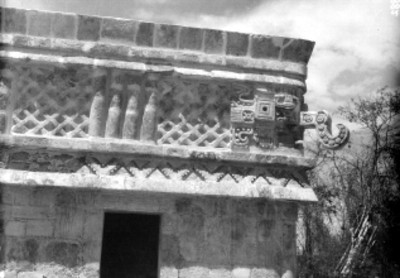Dios Chaac en el Templo de los Tres Dinteles, vista de perfil