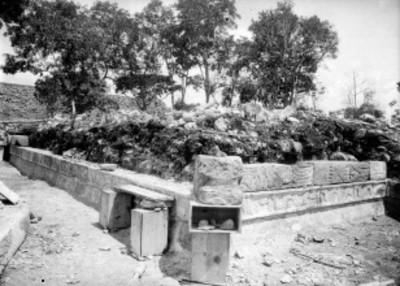 Aspecto de la reconstrucción de una plataforma prehispánica