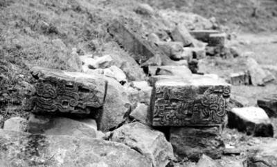 Fragmentos de escultura en bajorrelieve