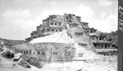 Piramide de los Nichos, vista general antes de la restauración