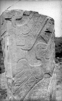 Vista de la escultura del Dios Tajín en su parte posterior