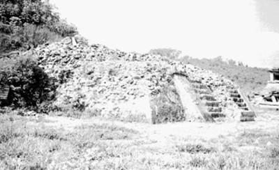Edificio sin restaurar en el Tajín, vista general