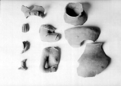 Fragmentos de cerámica y figurillas