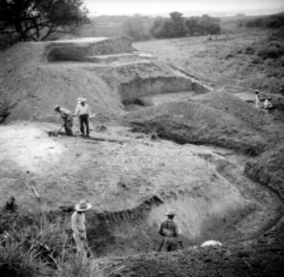 """Trabajos de excavacion en el """"Edificio A"""" en Tamos"""