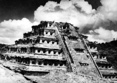 Pirámide de los Nichos, vista general
