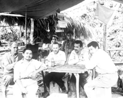 Arqueólogos y personal del campamento en Bonampak, retrato de grupo