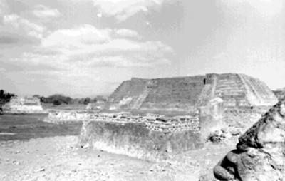 Vista del Templo Mayor desde el Templo de las Chimeneas