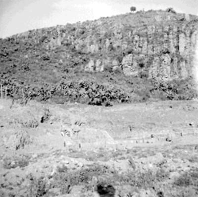 Vista del conjunto norte a un costado de la Pirámide Vl