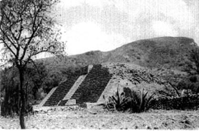 Frente de la Pirámide desde el costado norte, reprografía