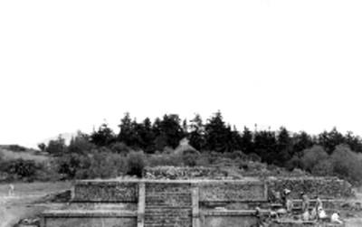 Vista de los trabajos de restauración de una estructura en la Calzada de los Muertos