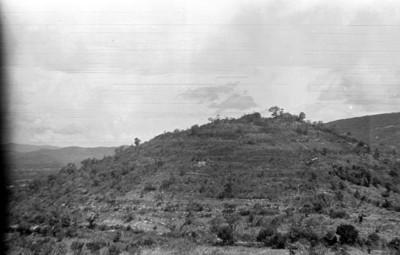Montículo piramidal antes de ser excavado, Comitán