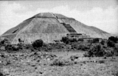 Fachada frontal de la Pirámide del Sol, vista parcial