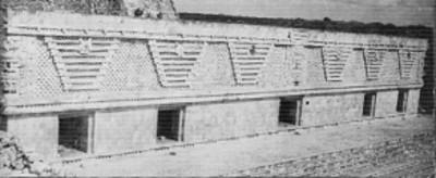 Vista de una de las fachadas del edifico Oriente del Cuadrángulo de las Monjas de Uxmal, reprografía