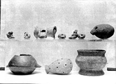 Lote de figurillas y vasijas prehispánicas elaboradas en cerámica