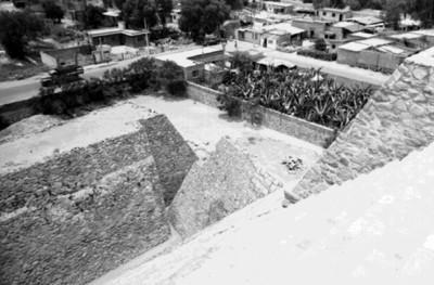 Vista panorámica tomada de lo alto de la pirámide, Tenayuca