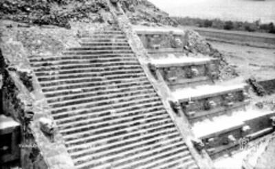 Pareja en la Pirámide del Tepozteco