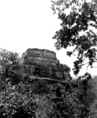 Vista posterior de la Pirámide del Tepozteco
