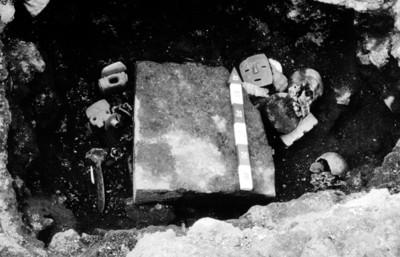 Vista de los materiales arqueológicos durante excavación controlada
