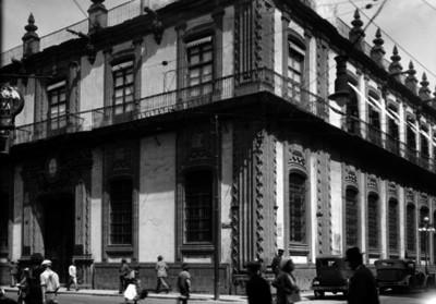 """""""BANCO NACIONAL DE MEXICO"""", ubicado en las calles """"Isabel la Católica y Capuchinas"""", fachada"""