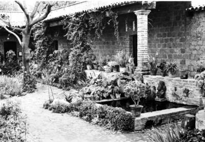 Vista parcial del patio del museo museo doctor Eusebio Dávalos de Santa Cecilia Acatitlan