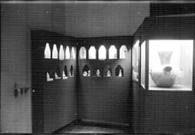 Vista de una sala del museo de Villahermosa con cerámica olmeca