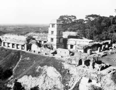 Hombre en la torre de El Palacio