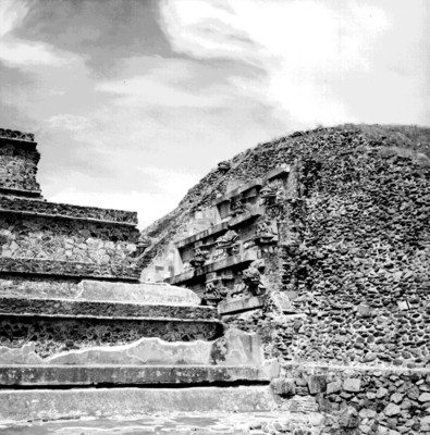 Vista parcial del Templo de Quetzalcóatl