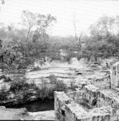 Vista parcial del cenote de Xlotoc