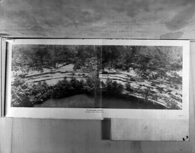 El Cenote Sagrado, panorámica lámina 36, reprografía bibliográfica