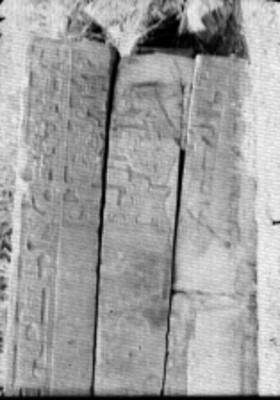 Tablero de la esquina del Juego de Pelota Norte, escena de sacrificio ritual