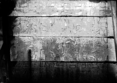 Escena de sacrificio asociada al Juego de Pelota, tablero