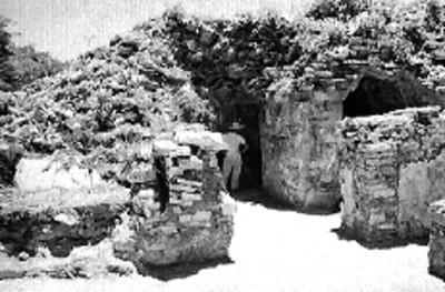 Restauración y excavación de las habitaciones abovedadas en la fachada sur del Palacio, Palenque