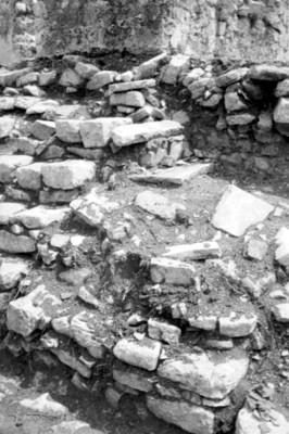Detalle de las excavaciones en escaleras de la casa G, el Palacio