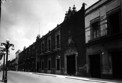 """Edificio de la """"Beneficencia Pública"""" ubicada en Donceles, fachada"""
