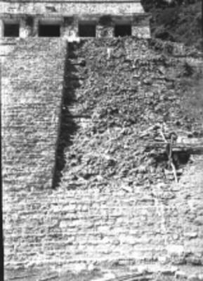El Templo de las Inscripciones durante su reconstrucción