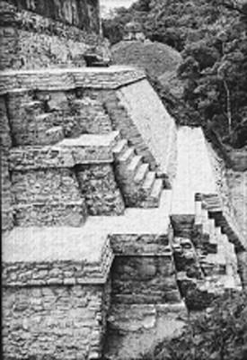 Vista del Templo del Sol desde el Templo de las Inscripciones