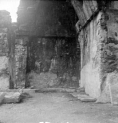 Muro de edificio prehispánico, vista parcial